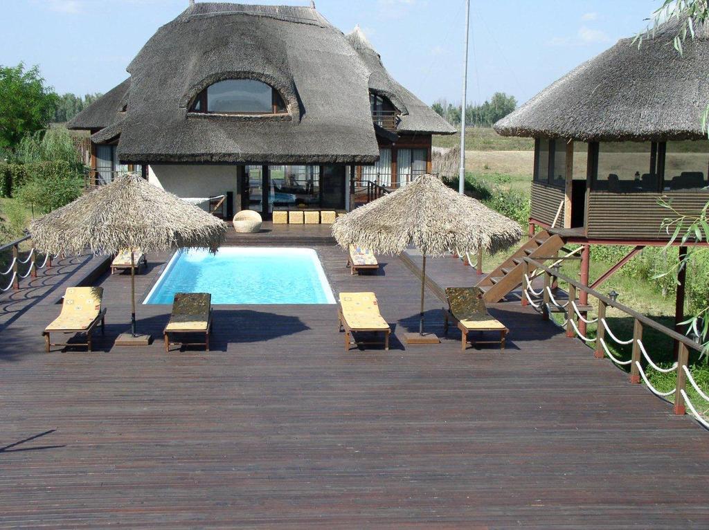 cazare in delta dunarii cu piscina