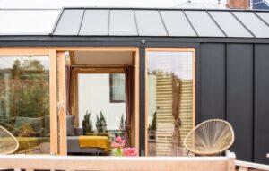 cozy daylight tiny house exteriorul